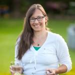 Sabine Hoffmann, PTA, Baubiologin IBN, Trinkwasser-Probenehmerin  gemäß TrinkwV., TÜV-geprüfte Schadstoff-Gutachterin, Fachberaterin für Gesundheit und Prävention